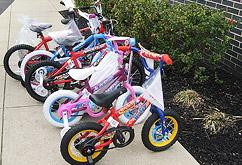 ウエストデプトフォードでの'ギビングツリー' & 子供たちに贈られる自転車の一部イメージ